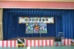今年の壁画は「ブルーメンの音楽隊」!今年は、障害者支援施設「都屋の里」が舞台装飾を担当しました。力作ですね!