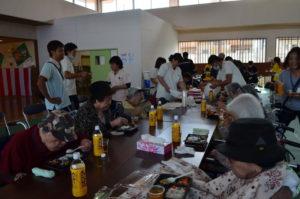 お昼は、各施設の栄養士が心をこめてつくり、搬入してくれるお弁当をみんなで頂きます。